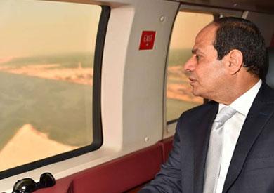 السيسي يتفقد جوا قناة السويس الجديدة