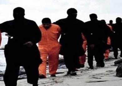«داعش» تبث فيديو لعملية «ذبح» 21 قبطيا مصريا في ليبيا -