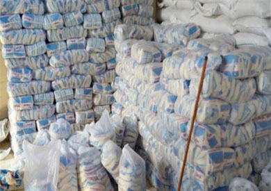 ضبط مدير «مخزن تعبئة» لاتهامه بخلط السكر بالدقيق فى الإسكندرية