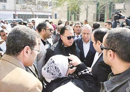 وزير الصحة خلال تفقده لمستشفى الصحة النفسية بقرية العزازى فى الشرقية