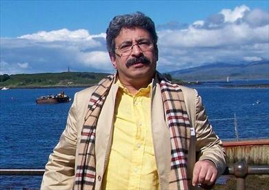 الكاتب الصحفي والروائي أسامة غريب