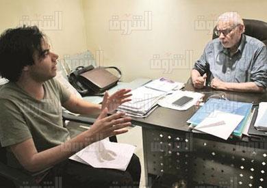 جورج إسحاق في حواره مع محرر «الشروق»- تصوير هبة الخولي