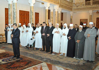 مرسي يصلي بقيادات الاحزاب الاسلامية في قصر الرئاسة نوفمبر 2012
