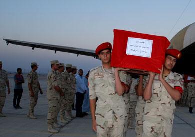الآلاف يشيعون جثمان مجند سوهاج ضحية أحداث سيناء