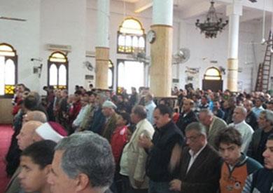 أدى مئات المصلين بمسجد عمر مكرم بميدان التحرير، اليوم صلاة الغائب على النائب العام المستشار هشام بركات، وشهداء الحادث الإرهابى