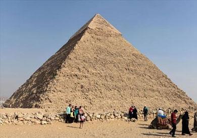 القبض على المتهمين بسرقة أحجار من الأهرامات