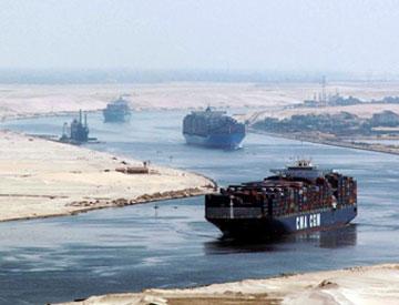 السفن تترك قناة السويس