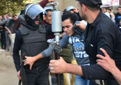 رايتس ووتش: اعتقال الطلبة ضربة لحرية التعبير.. وعلى جامعات مصر أن تكون آمنة لتبادل الأفكار          ::  :: نسخة الموبايل