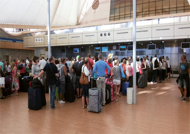 أفواج سياحية فى مطار القاهرة