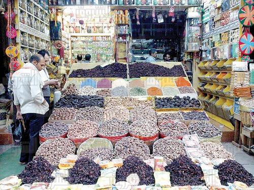البلح الناشف يشهد اقبالا من المصريين في رمضان