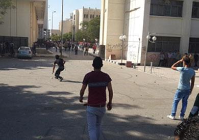 فض الامن لمسيرة لانصار الاخوان داخل الحرم الجامعى بالاسكندرية - ارشيفية