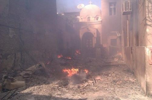 أسفر الحريق عن تدمير محتويات الكنيسة من الخلف ومكتب ملحق بالكنيسة