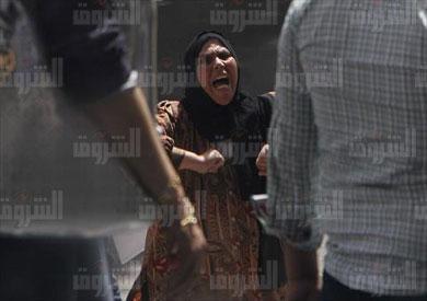 سيدة تسب وفد حقوق الإنسان أمام نقابة الصحفيين- تصوير هبة خليفة