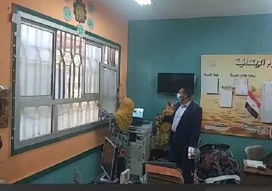 محافظ الدقهلية يعنف مديرة مدرسة