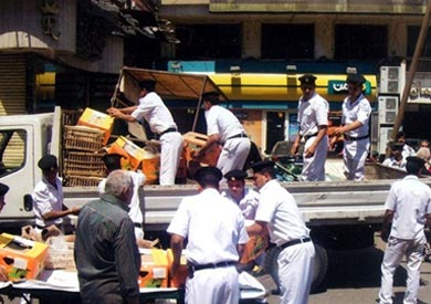 حملات لإزالة الإشغالات بنطاق القاهرة.. وتكثيف «النظافة» استعدادًا لرأس السنة