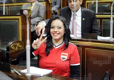 النائبه سيلفيا نبيل ترتدى فانلة منتخب مصر بعد فوزه امس