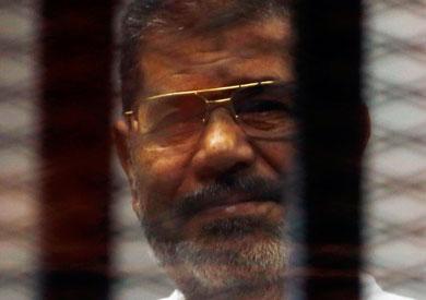الرئيس المعزول محمدم مرسي داخل قفص الإتهام