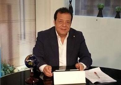 د.عاطف عبد اللطيف رئيس جمعية مسافرون