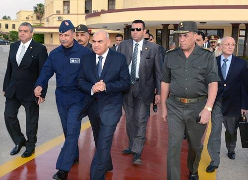 وزير الدفاع يغادر إلى مدريد في زيارة رسمية تستغرق عدة أيام