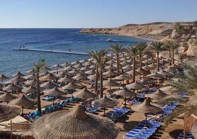 تسريح عمال فنادق فى شرم الشيخ بحجة الإصلاحات