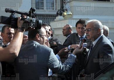 تصريحات رئيس الوزراء لمندوبى مجلس الوزراء - تصوير: سليمان العطيفى