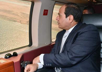الرئيس السيسي خلال تفقد قناة السويس الجديدة - تصوير: «AFP»