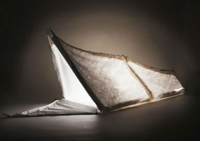 «معطف للاجئين» يتحول إلى خيمة وحقيبة للنوم