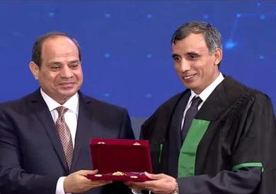 لتكريم الرئيس عبد الفتاح السيسي للدكتور هاني عبد العزيز الشيمي