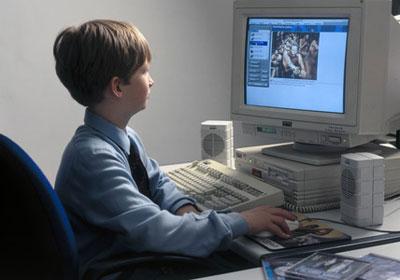المدرس الالكترونى طفرة علمية حديثة فى لندن Child-PC