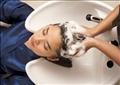 الأخطاء الشائعة عند غسل الشعر بالشامبو