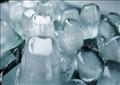 لمكعبات الثلج فوائد أكثر من مجرد تبريد المشروبات، فيمكن أن تكون منقذا للجلد