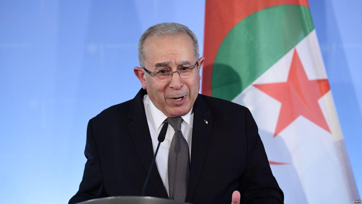 التطورات في تونس.. رمضان لعمامرة: الجزائر تجري اتصالات لمتابعة الموقف