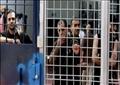 الأسرى الفلسطينيون يواصلون إضرابهم لليوم الثامن في سجون إسرائيل