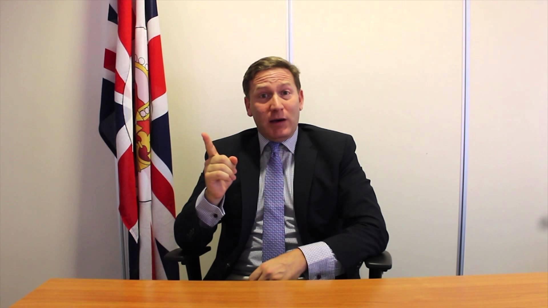 المتحدث باسم الحكومة البريطانية في الشرق الأوسط وشمال إفريقيا، إدوين صمويل