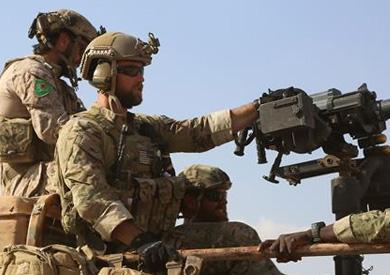 «التحالف» يطالب القوات الأمريكية في سوريا نزع شارات المقاتلين الأكراد