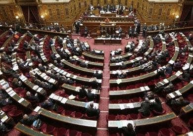 البرلمان الفرنسي يقر بأغلبية كبيرة تمديد الضربات الجوية في سوريا