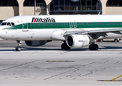 طائرة مساعدات ايطالية - ارشيفية