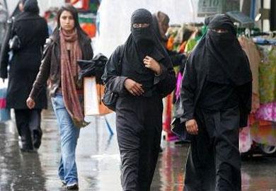 مسلمات منتقبات في شوارع لندن