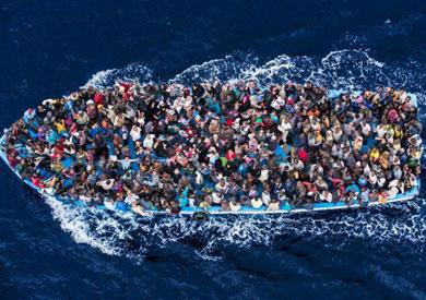 غرق 7 مهاجرين وإنقاذ 300 في البحر المتوسط