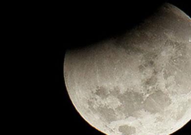 القمر - ارشيفية