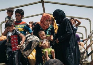 يواجه مئات العراقيين ظروفا قاسية بعد هروبهم من مدينة الموصل مع تواصل المعارك.