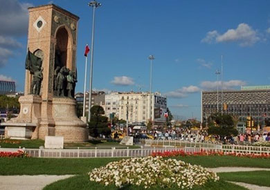تركيا تبدأ في بناء مسجد بساحة «تقسيم»
