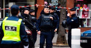 العثور على بندقية وأسلحة بيضاء في سيارة منفذ هجوم الشانزليزيه
