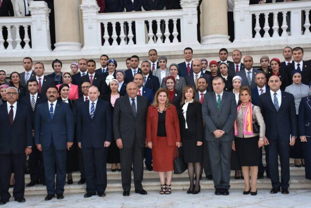 وزير الخارجية يلتقى بملحقى وزارة الدفاع المنقولين للخارج