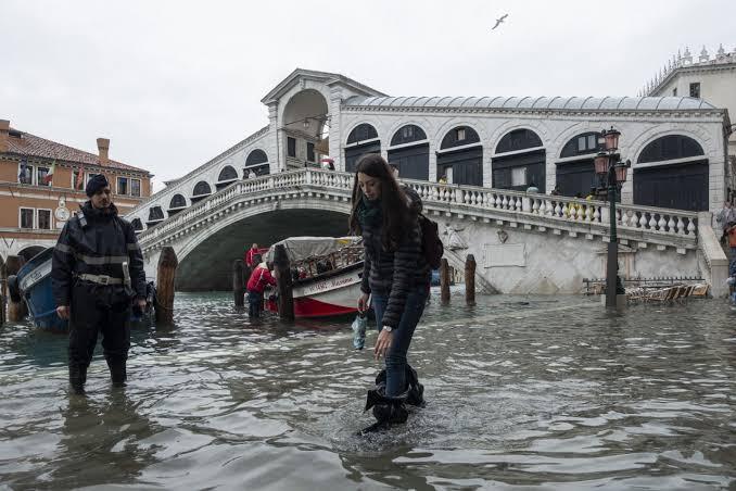 أمطار غزيرة في مقاطعة سكسونيا السويسرية تؤدي إلى فيضانات