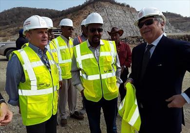 رئيس وزراء إثيوبيا يتفقد سد النهضة