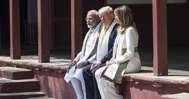 ترامب وميلانيا في زيارة إلى منزل غاندي