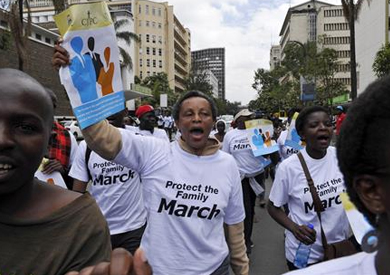 متظاهرون في كينيا يحذرون أوباما من الحديث عن «حقوق المثليين» أثناء زيارته