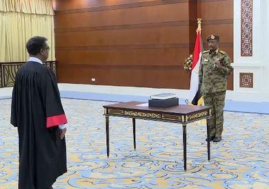 أداء الفريق أول عبد الفتاح البرهان اليمين الدستورية رئيسًا للمجلس السيادي السوداني أمام رئيس القضاء