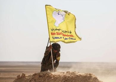 علم قوات سوريا الديموقراطية